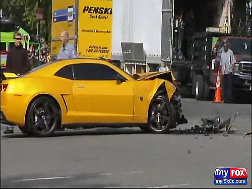 FOX 5_ RAW - Autobot Bumblebee Hits DC Police SUV at Transformers Filming in D.C._(480p)[(000806)01-16-13].jpg