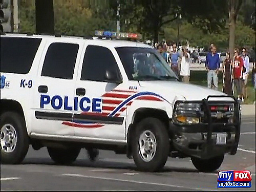 FOX 5_ RAW - Autobot Bumblebee Hits DC Police SUV at Transformers Filming in D.C._(480p)[(001010)01-17-06].jpg
