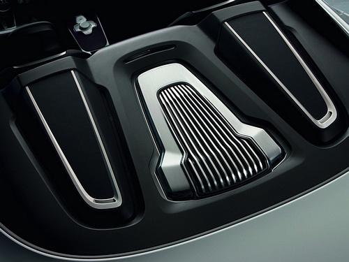 Audi-e-tron_Spyder_Concept_2010_1600x1200_wallpaper_27.jpg