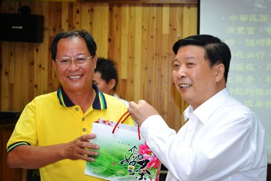 圖左為張國禎;現職台灣生態教育農園協會創會長;台一生態休閒農場董事長