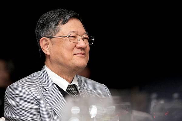 董事長何明憲