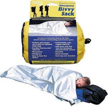 「冒險醫療箱」的代表產品1-2人緊急避難露宿袋,227公克,防風、防水,耐磨,輕便、質地強不易破,內裏的質地能吸收水分,防潮,可重複使用,是戶外活動的良伴 - 尤其適合登山(單日攻