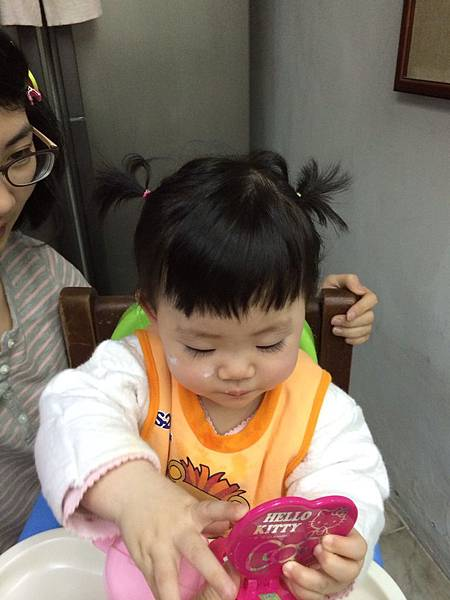 20140325 10m25d 第ㄧ次綁頭髮2
