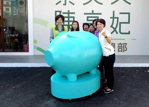 1027002陳亭妃大豬豬.jpg