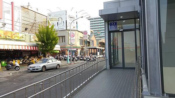 0930020海安路停車場電梯.jpg