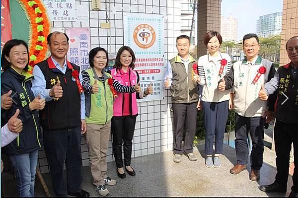 1229017振興社長照站.jpg