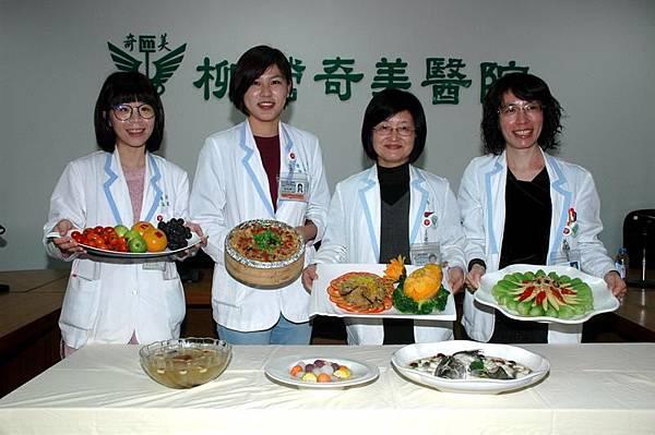 0201007柳奇教年菜.jpg