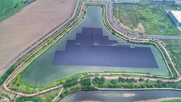 0528005浮動式太陽能.jpg