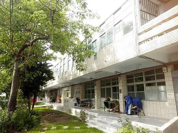 0807025校園建築風貌南新國中.jpg