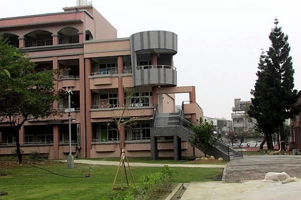 0221018老舊校舍重建.jpg