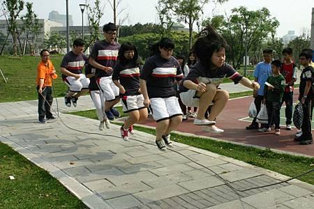 照片6.團隊跳繩.jpg