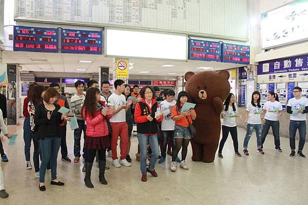 圖一:青年學生火車站合唱快閃