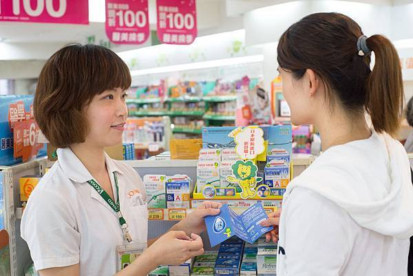【照片圖說】消費者對於眼睛類產品特別謹慎,藥師建議每種成份對應的症狀不相同