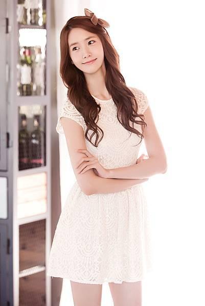 03潤娥在高畫質鏡頭下展現甜美迷人的笑容與清澈透亮的眼神
