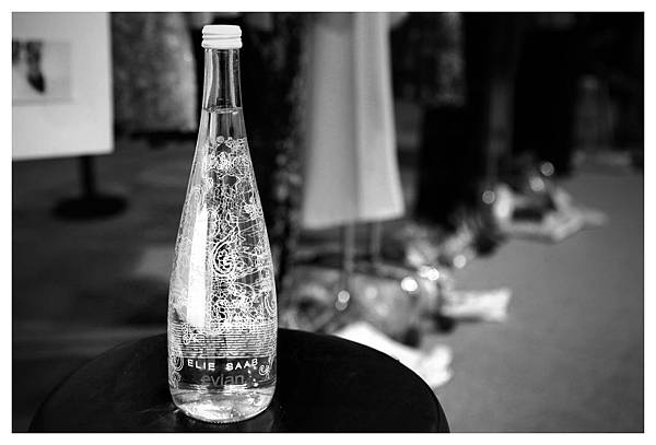evian與ELIE SAAB攜手打造2014限量紀念瓶