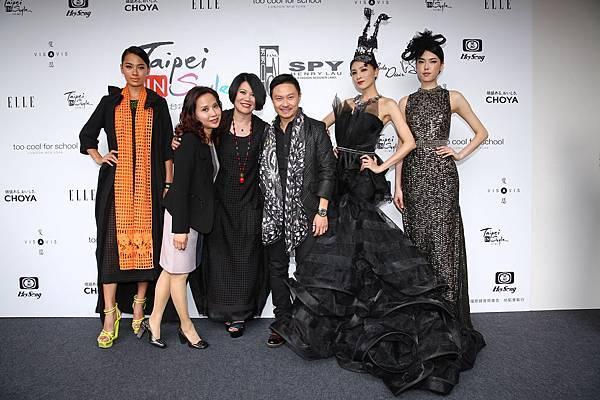 左起名模林麗雅、設計師吳嫦艷、設計師李小燕、設計師劉志華,名模陳思璇和王思偉