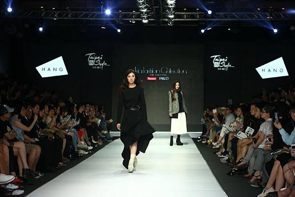 女模出席Asia Fashoin Collection走秀最新服裝_1