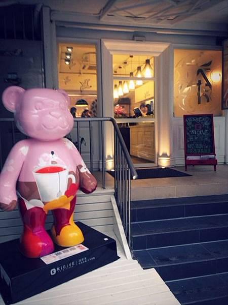 【圖一】KiGiVE淇即芙永康門市正式開幕,讓泰迪熊也一起陪您找茶趣