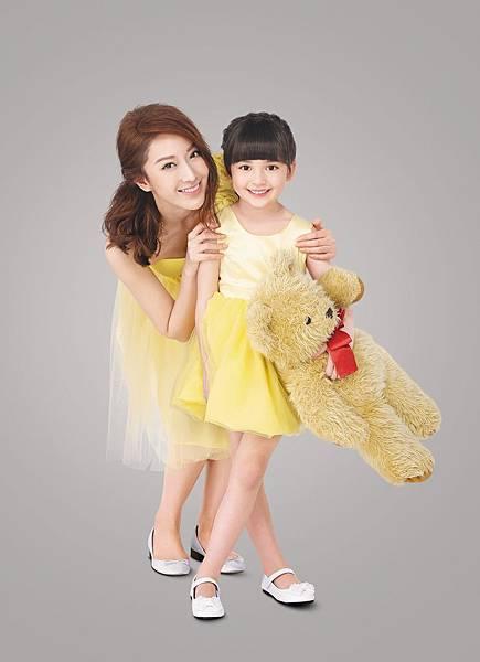 隋棠拍攝LG Smart生活家電全新平面廣告,與小女孩現場互動自然親暱,默契十足!
