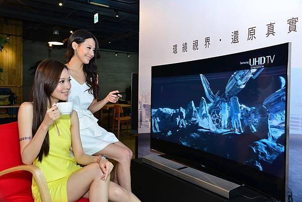 三星4200R黃金曲面UHD TV 給予最舒適的觀賞體驗亦貼近人體自然視線範圍