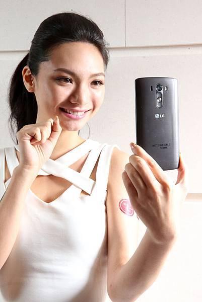 LG G3自拍感應手勢,簡單動作,即可啟動自拍倒數,輕鬆完成自拍