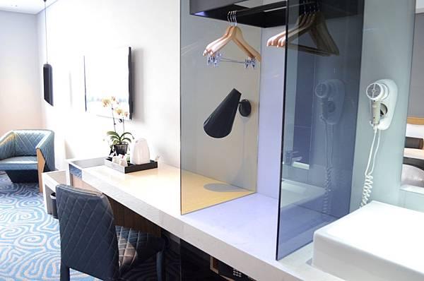 溫馨家庭房一體成型工作檯