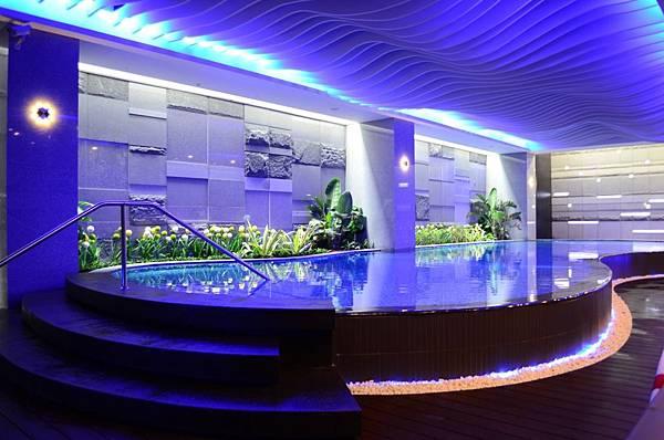 品休閒中心 造型游泳池
