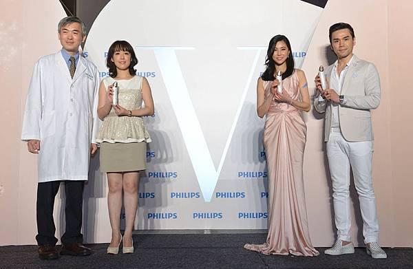 美妝大師Kevin老師(右一)、時尚名媛孫瑩瑩(右二)、皮膚專科醫師鍾啟榮(左一)、飛利浦行銷經理蔡淑如(左二)齊聲推薦 Philips Beauty「VisaCare微晶煥膚美膚儀」亞洲首發上市