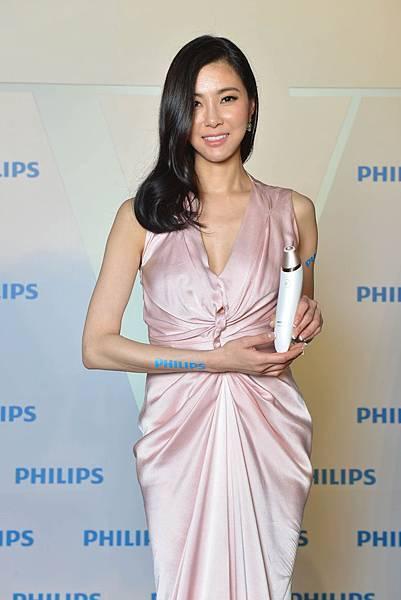 時尚名媛孫瑩瑩化身「V顏教主」 優雅現身Philips Beauty VisaCare微晶煥膚美膚儀上市者會