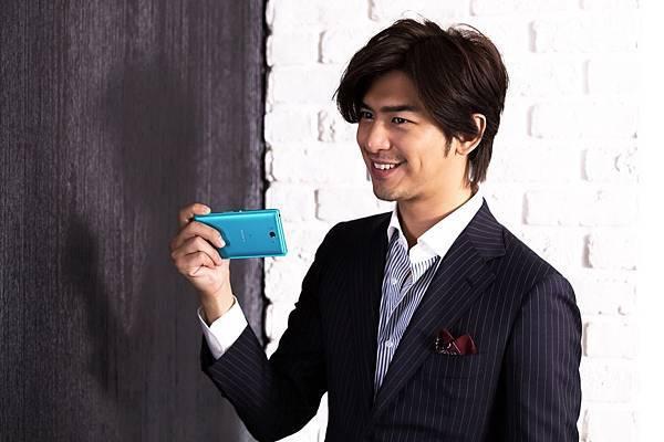 圖6_金鐘影帝陳柏霖任Sony Mobile代言人,近日為 4G全頻冠軍旗艦機Xperia Z2a拍攝最新電視廣告,即將於7月11日(五)播映