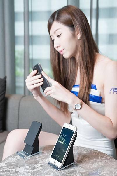 華碩旗艦機皇PadFone S支援台灣4G LTE全頻段,並提供支援Qi無線充電功能使用更便利