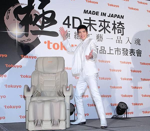 年度代言人蕭敬騰大讚tokuyo極4D未來按摩椅,精準細膩力道堪稱天下第一椅