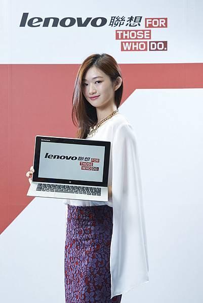 【Lenovo聯想新聞照片三】Lenovo聯想Miix22合1平板筆電初登場! 可分離式基座提供三種使用模式,Full HD及JBL喇叭連台版千頌伊也瘋狂!