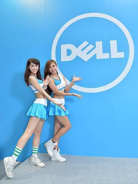 【圖六】Dell Girls歡迎大家來參觀Dell台北電腦應用展攤位,數不進的好康通通「戴」回家
