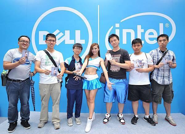 【圖六】Dell應援團團長Amis歡迎大家來參觀Dell台北電腦應用展攤位,數不進的好康通通「戴」回家