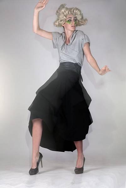 新加坡設計師Alfie Leong和新銳設計師兼知名造型師Angela Lim共同推出的新洲前衛