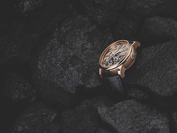 Hommage Double Flying Tourbillon雙飛行陀飛輪玫瑰金手工Guilloché鐫刻飾紋腕錶,搭載RD102機芯。