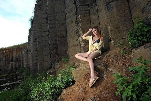 在澎湖最著名的地質景觀玄武岩旁 馬友蓉一席內衣入鏡 可謂絕美