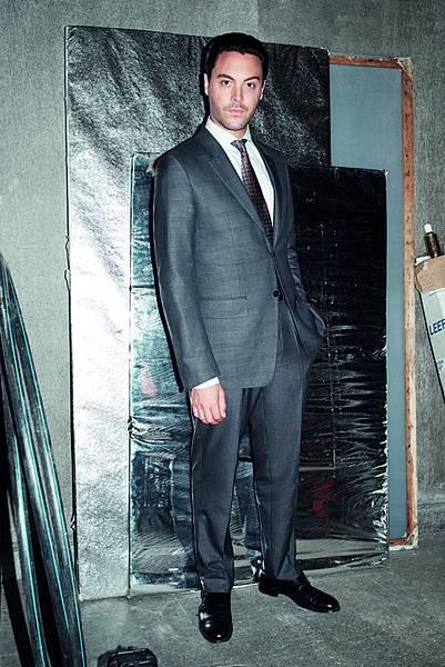 圖一、Zegna 微電影《孵花》主角傑克休斯頓身穿Ermenegildo Zegna Couture Collection的Broken Suit演繹「新一代領導者」