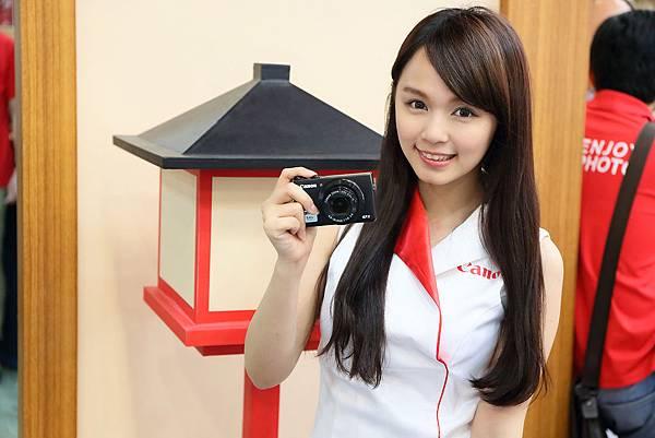 圖說三,此次除特別展出秋季新款類單眼相機外(PowerShot G7 X等),憑秋季旅展門票購買Canon產品,即可通路促銷贈品及旅展限定禮!