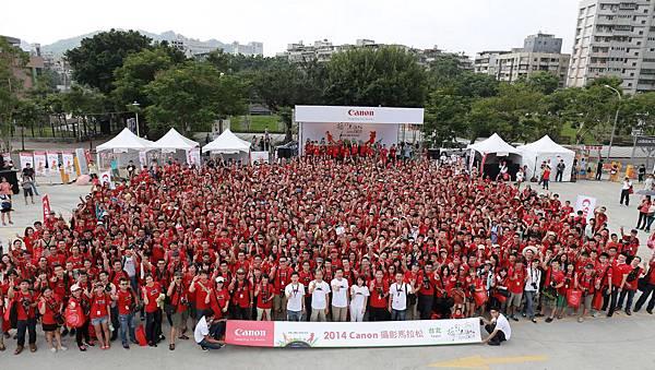 圖說七:2014 Canon攝影馬拉松,北高兩地熱血沸騰!808位攝影愛好者齊聚於台北101附近廣場共襄盛舉、角逐總值超過百萬的豐富獎項