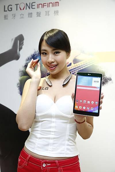 LG與harmankardon聯名攜手打造高音質藍牙立體聲耳機,時尚卓越的外型設計加上獨特的伸縮式耳機線及人性化按鍵,提供消費者意想不到的操作便利性。
