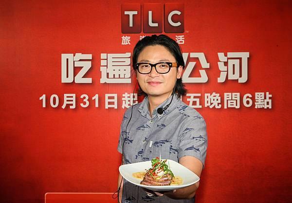 阮盧克變出充滿台灣味的全新創意料理「烏龍茶煙燻櫻桃鴨佐蓮藕菱角」