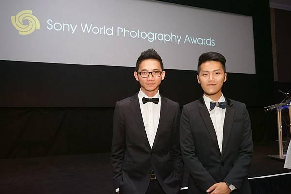 台灣獲獎攝影師親赴2014索尼世界攝影大賽倫敦領獎典禮 (左_李浩,右 _劉仁凱)