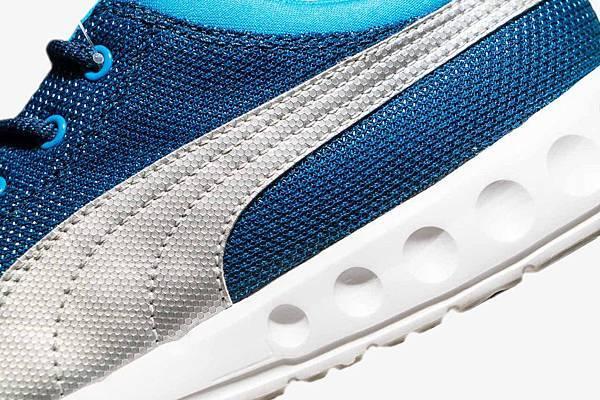 Carson Runner Sport 選用透氣柔軟材質配合金屬光澤的 PUMA 彎刀標幟