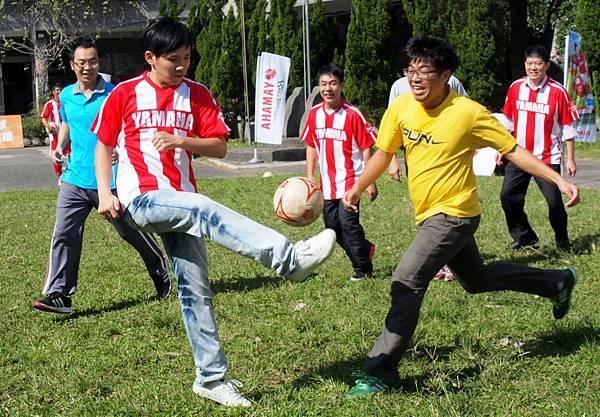 【YAMAHA CUP】台灣山葉機車親力推展基層足球,透過與各校教師進行友誼對抗賽,同步轉動師資對足球的熱情