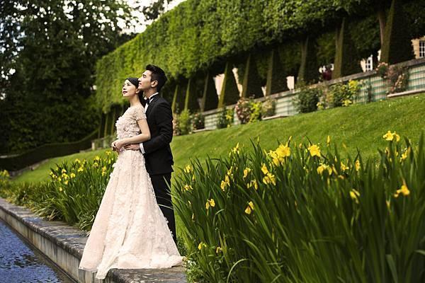 趙又廷在婚紗照中穿著Ermenegildo Zegna總價約23萬元的量身訂製黑色經典晚禮服