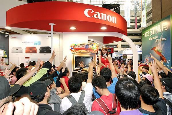 圖說一,台北資訊月正式展開,Canon推出年終慶促銷活動,保證讓民眾買到賺到、大省荷包。