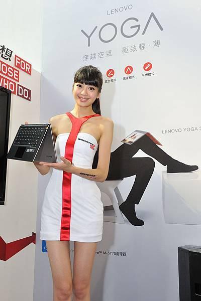 【Lenovo聯想新聞照片一】Lenovo聯想資訊月首日Yoga11全台限量8台半價促銷! 吸引民眾排隊搶購熱潮!