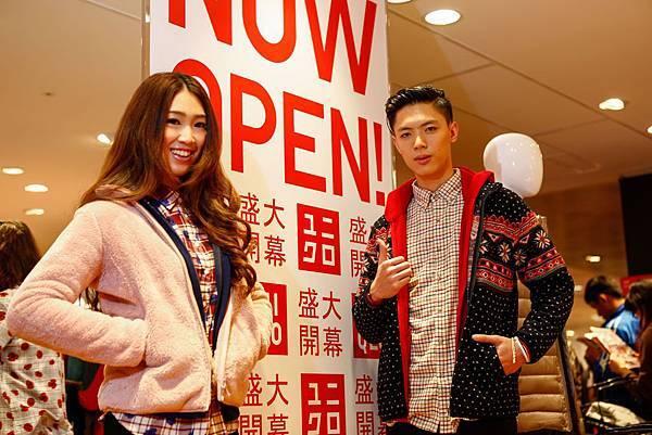 UNIQLO新光三越高雄三多店今日開幕,1219-1221開幕期間推出眾多優惠商品供民眾搶購